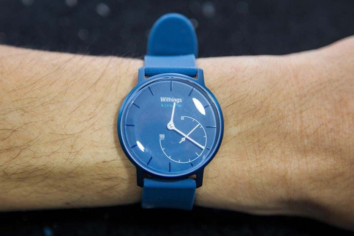 Withings Activité Pop on her wrist