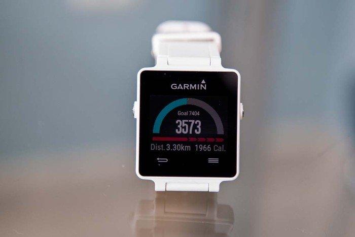 Garmin Vivoactive - Monitor de actividad