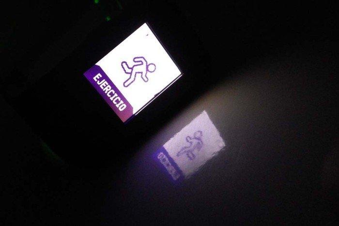 Fitbit Surge - Iluminación